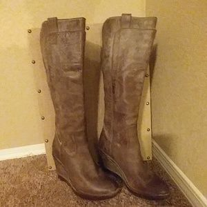 Frye Antiqued Leather Paige Wedge Size 10M